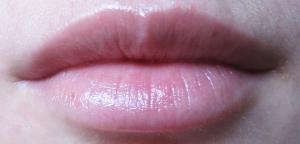 Lèvres avec un baume classique